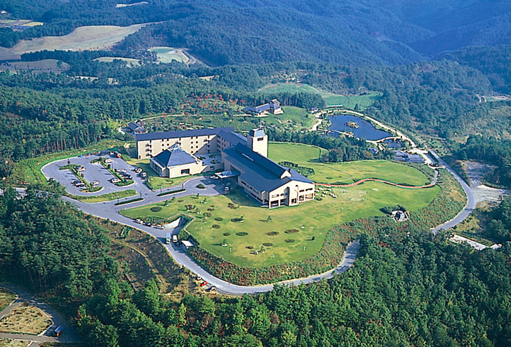 3周年を迎えた高原リゾート「神石高原ホテル」。夏限定のBBQプランやホタル鑑賞プランが登場!