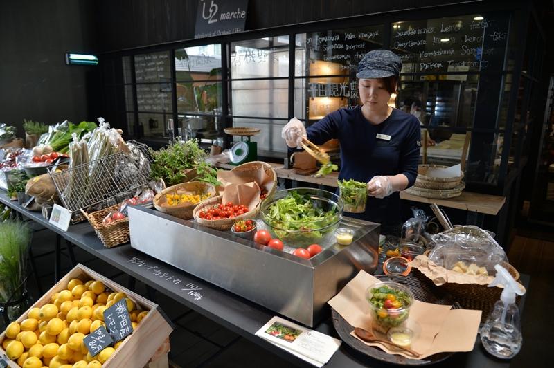 瀬戸内の恵みと賑わい「ONOMICHI U2 マルシェ」開催中─尾道の有機野菜とアート、サイクリストが創出する次世代市場