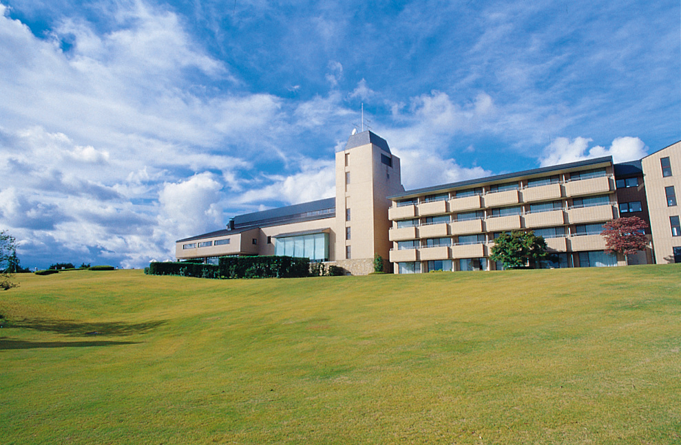 標高600メートルに位置する高原リゾート「神石高原ホテル」