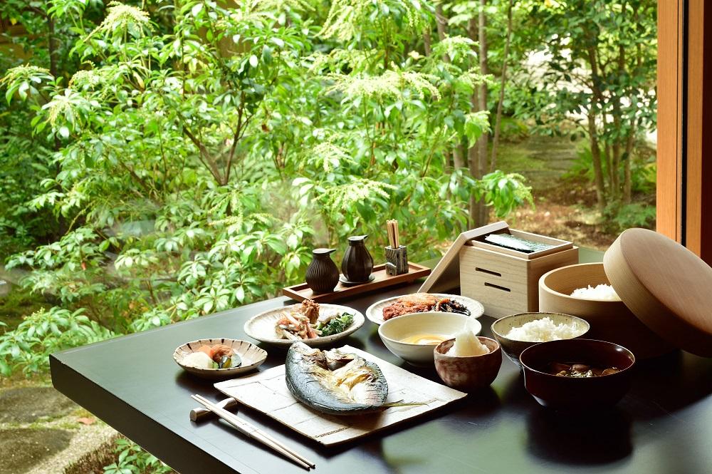 瀬戸内の潤いたっぷりの気品あふれる初夏の献立、ベラビスタ境ガ浜の日本料理「櫻の間」