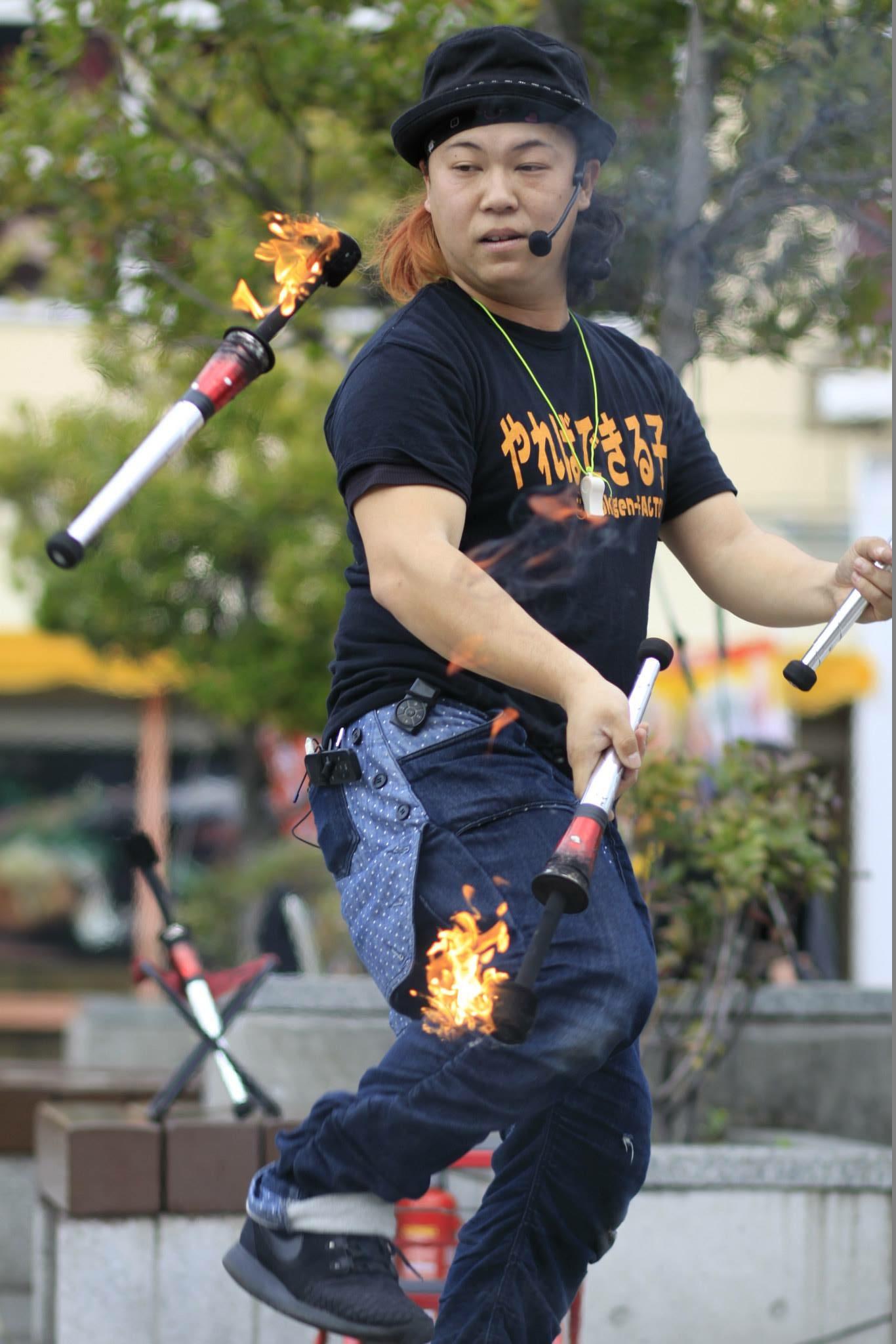 「炎」のジャグリングパフォーマンス!国内外で活躍するパフォーマーが大集合!! 三世代テーマパークみろくの里