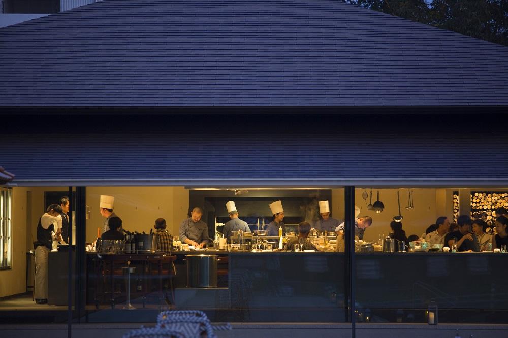 心華やぐ大人のサプライズがここに、エンタテインメント性あふれる瀬戸内のエレテギア料理─ ベラビスタ スパ&マリーナ尾道
