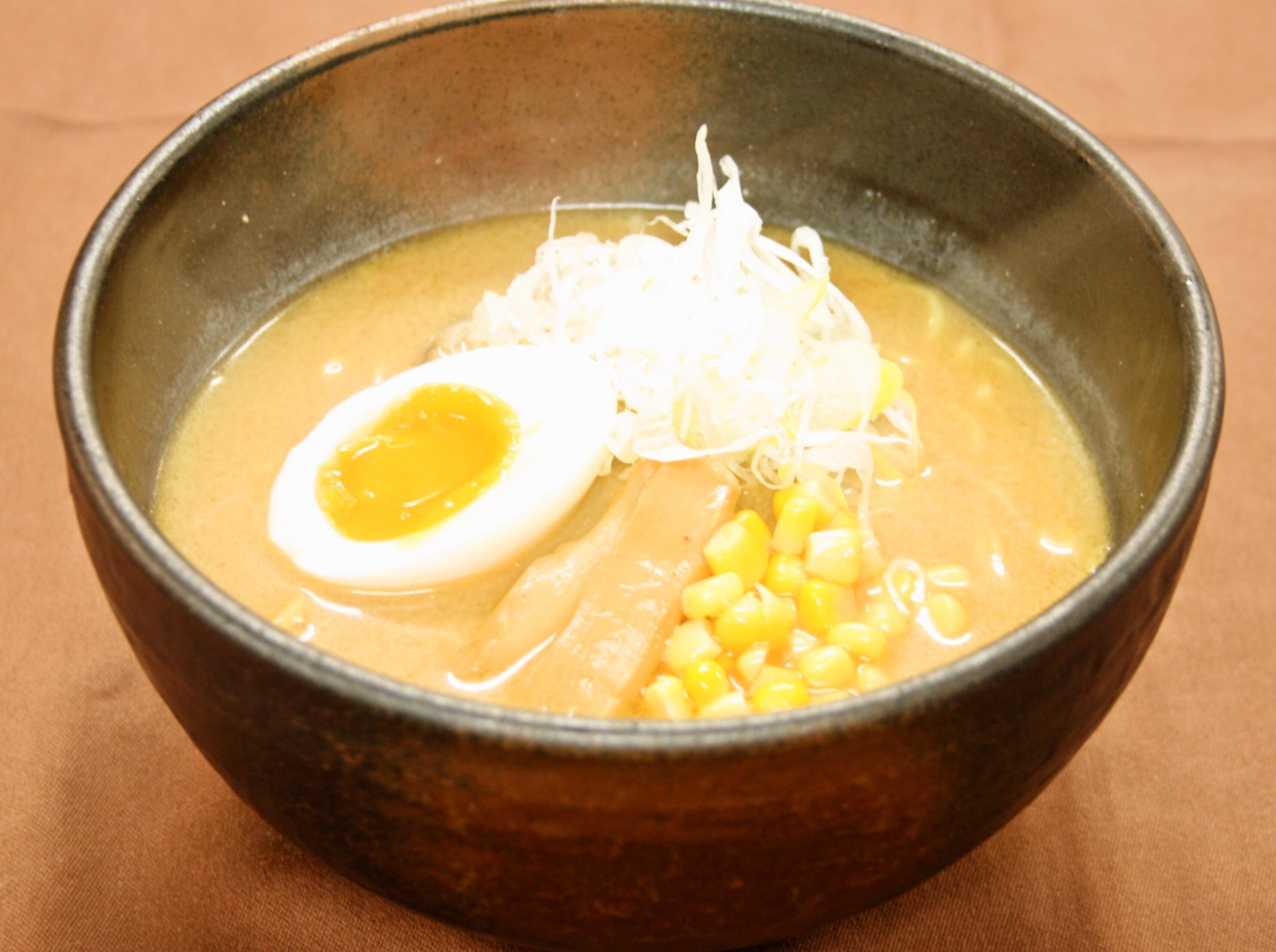 こちらも人気の「札幌味噌ラーメン」680円濃厚味噌味があたたまる