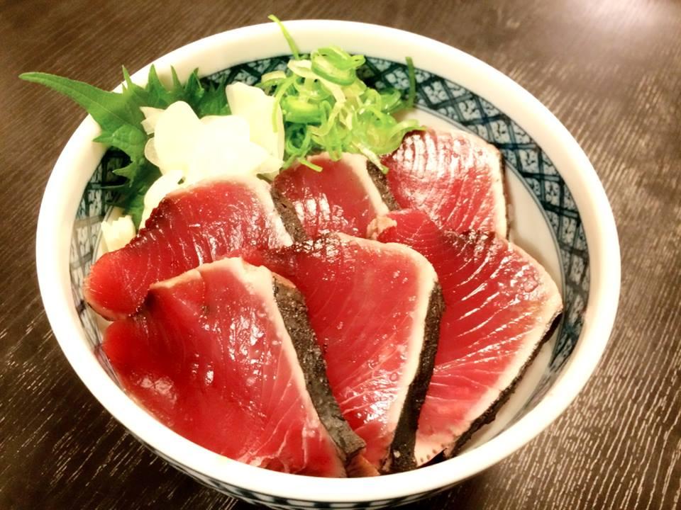 藁焼き「土佐カツオのたたき丼」