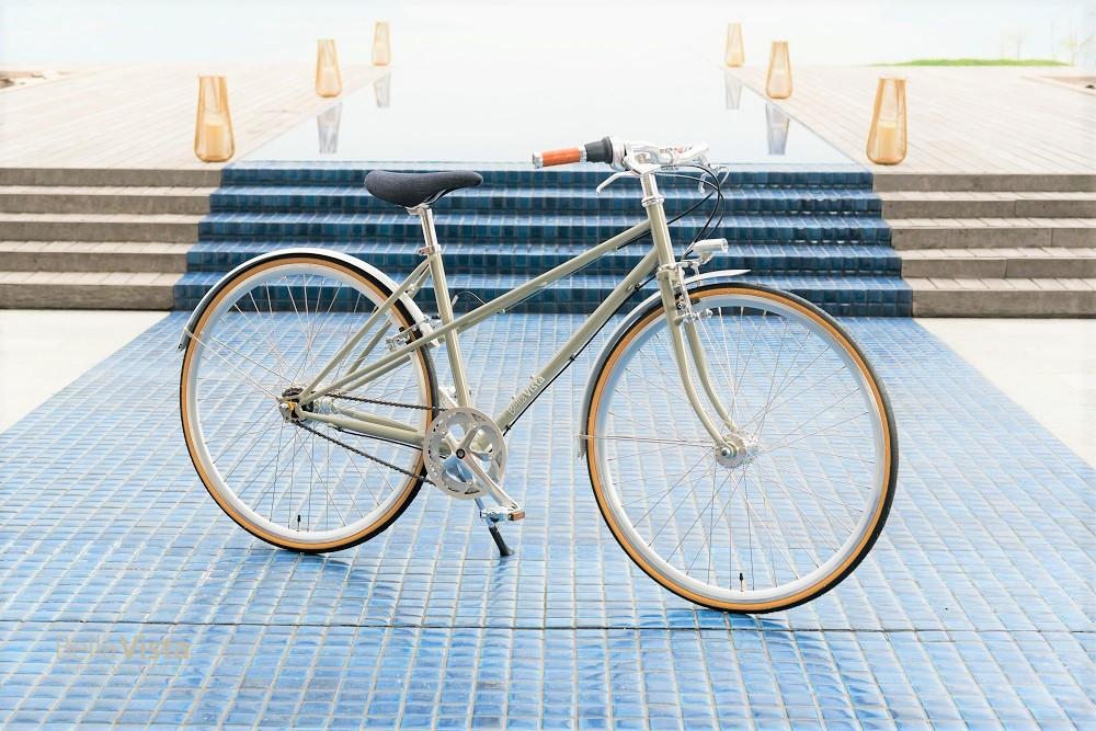 仏語で '男女兼用'という意味を持つスポーツバイクがベース